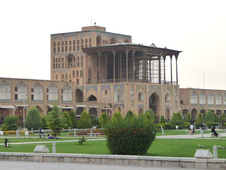 نمای خارجی کاخ
