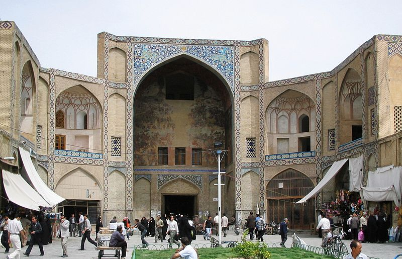 Esfahan_bazaar_entrance