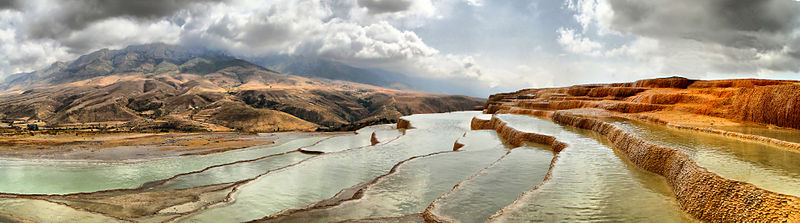 800px-Badab-e_Surt_Panorama