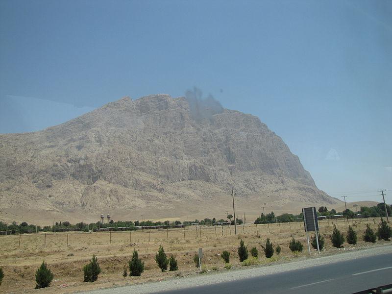 800px-Behistun_Mount