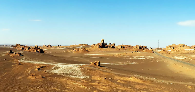 Lut_Desert_Yardangs_by_Hadi_Karimi