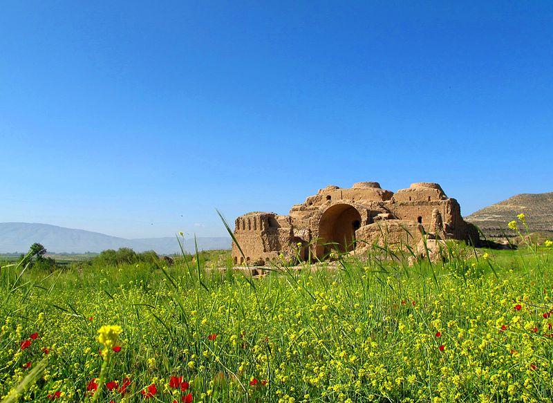 800px-Ardashir_Babakan's_Palace_in_FiruzAbad