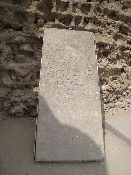 450px-Tomb_stone_in_Portuguese_castle,_Qeshm_1390_(19)