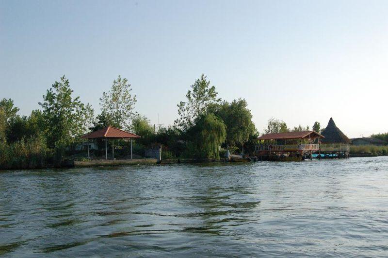 800px-Anzali_lagoon2_Barry_Kent