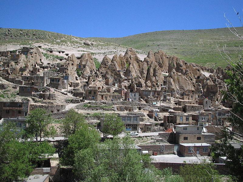 800px-Village_troglodyte_kandovan_iran